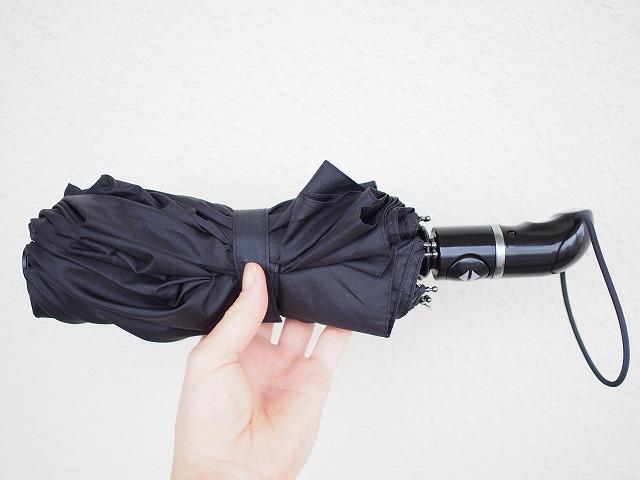自動開閉ボタン付きの折りたたみ日傘