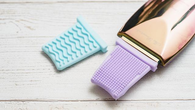 純金ウォーターピーリング ロックリーンディスコの専用カバー・クレンジング洗顔用とリフトアップ用を装着した様子